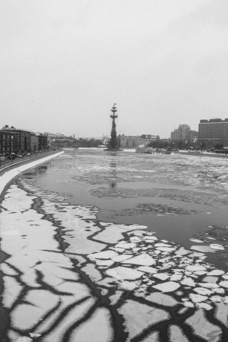Peter the Great and a partially frozen Moscow river.