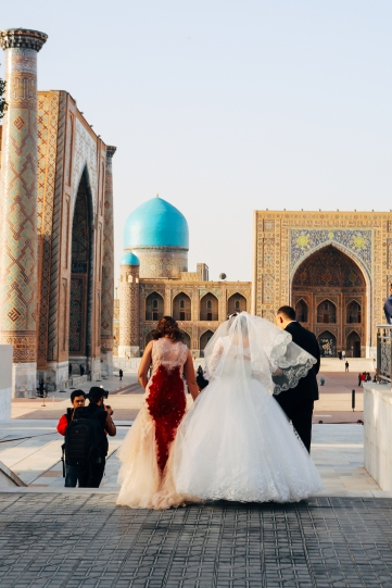 I would get my wedding pictures taken at the Registan if I could too.